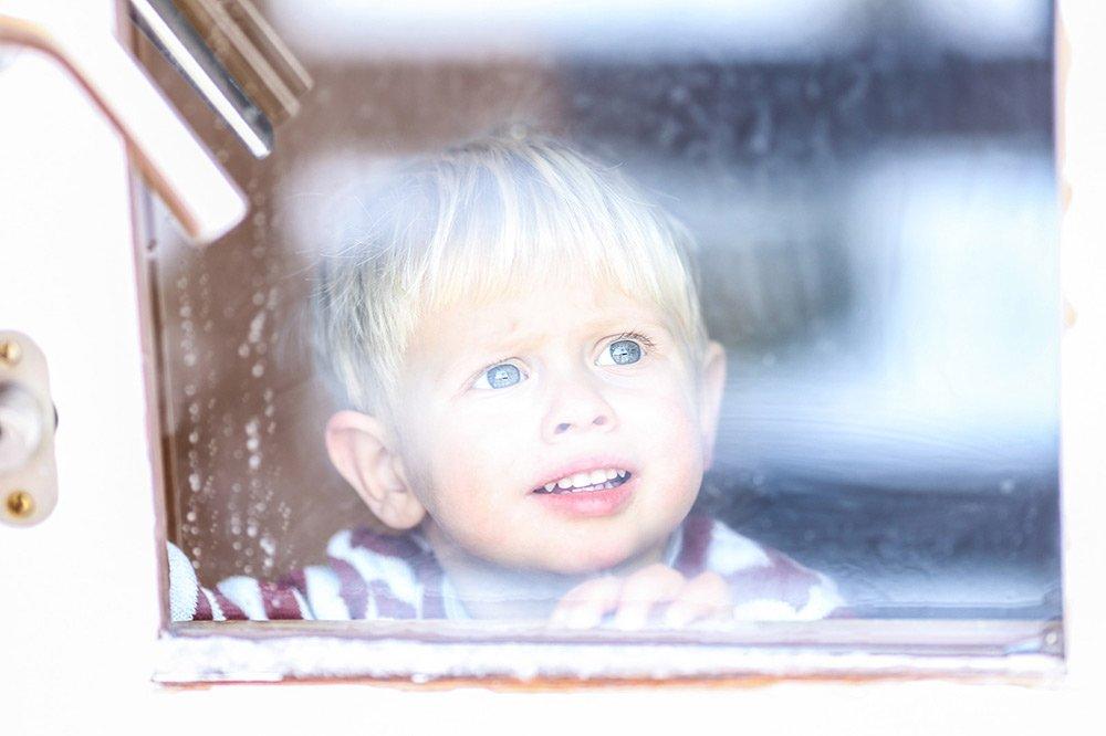 kinderfotografie tipps kinder fotoshooting kids fenster