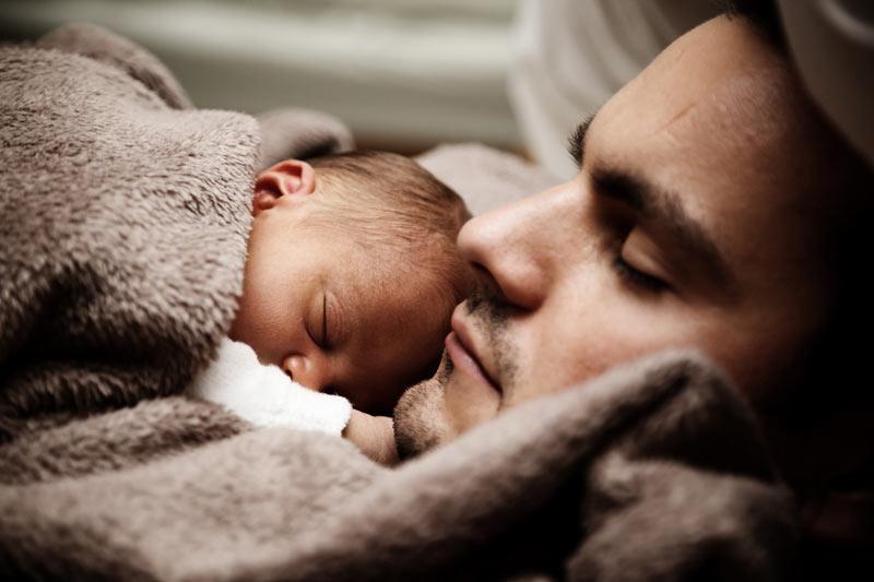 babyfotografie vater und baby