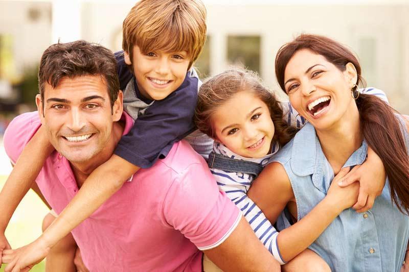 familienportrait tipps ausdruck-lachen-familie