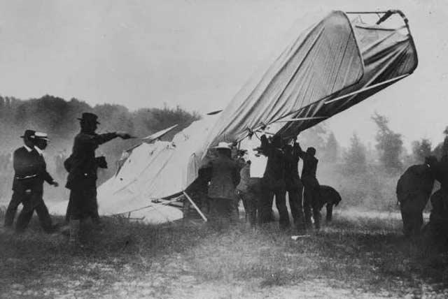 erste fotografie flugzeugabsturz
