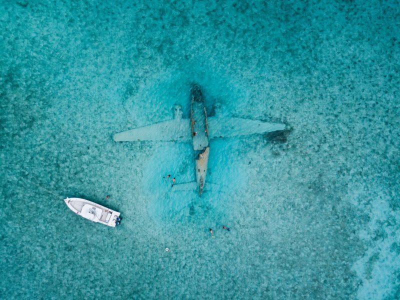 Drohnenfotografie Flugzeug im Wasser