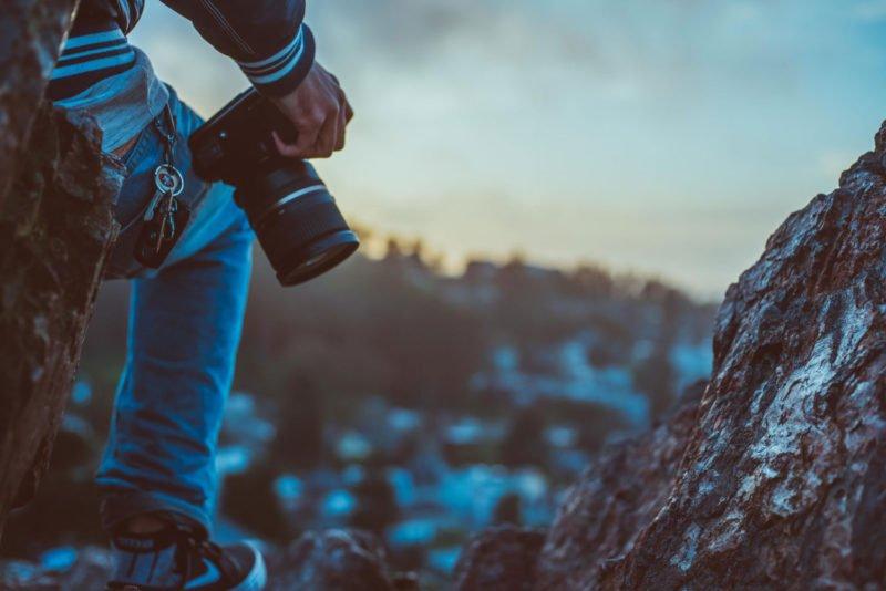 Fotografie Ausbildungen Fotograf mit Kamera