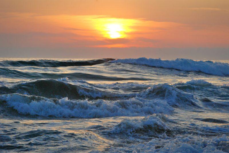 sonnenaufgang fotografieren ozeanwellen