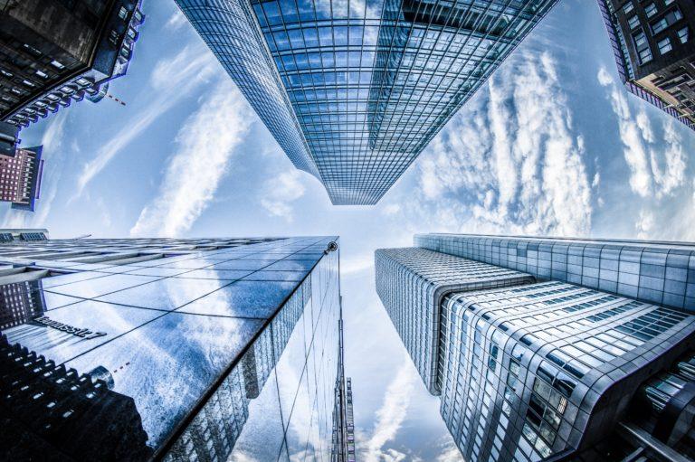 architekturfotografie wolkenkratzer von unten