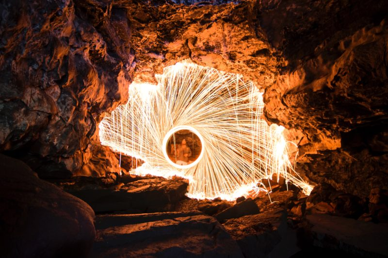 stahlwolle fotografieren dunkle höhle
