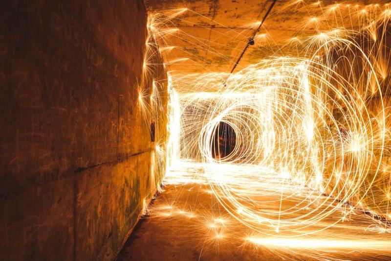 stahlwolle fotografieren in einem tunnel