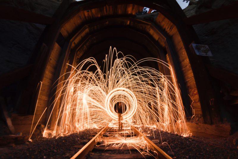 stahlwolle fotografieren tunnel bei nacht