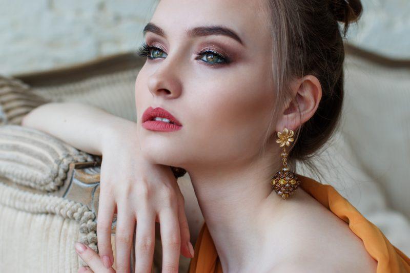 nachdenkliches Model mit Make-up