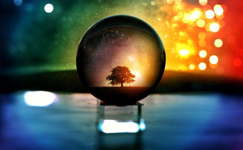 Kreative Fotoidee Glaskugel mit Baum