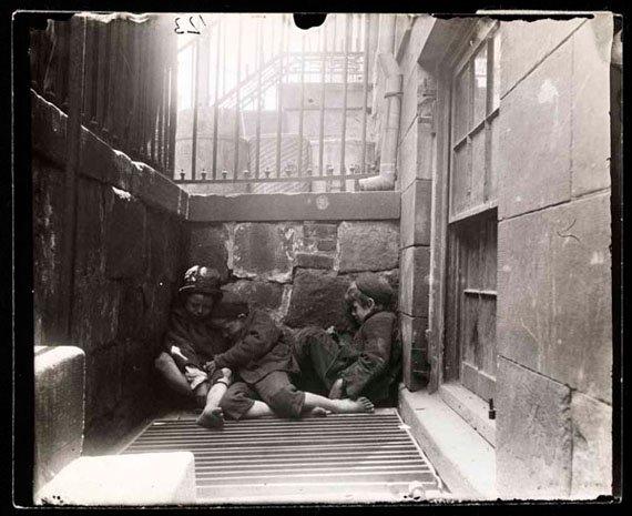 dokumentarfotografie von drei kindern auf der strasse