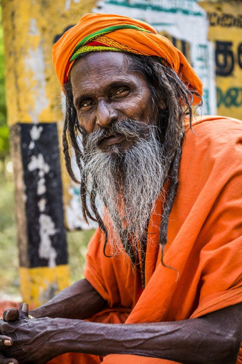 authentisch menschen fotografieren portrait eines alten mannes auf der strasse
