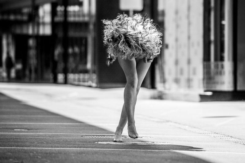authentisch menschen fotografieren performance einer nackten frau
