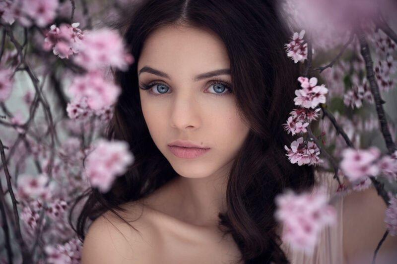 Frauenportraits vertraeumt