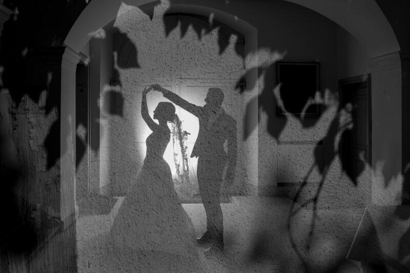 hochzeitfotos von tanzendem hochzeitspaar
