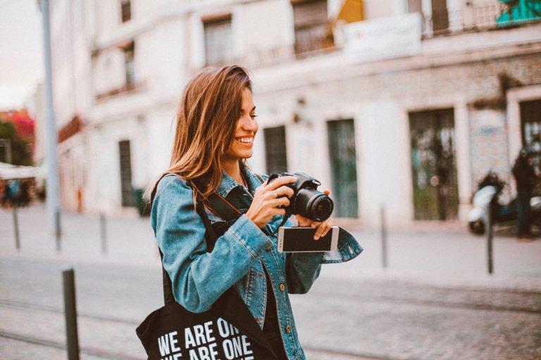 kameraeinstellungen frau mit kamera
