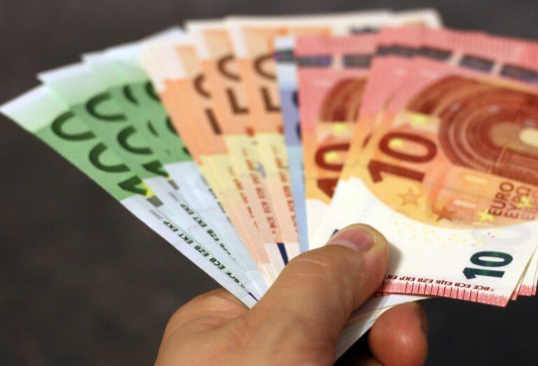Was verdient ein Fotograf? Euro Scheine