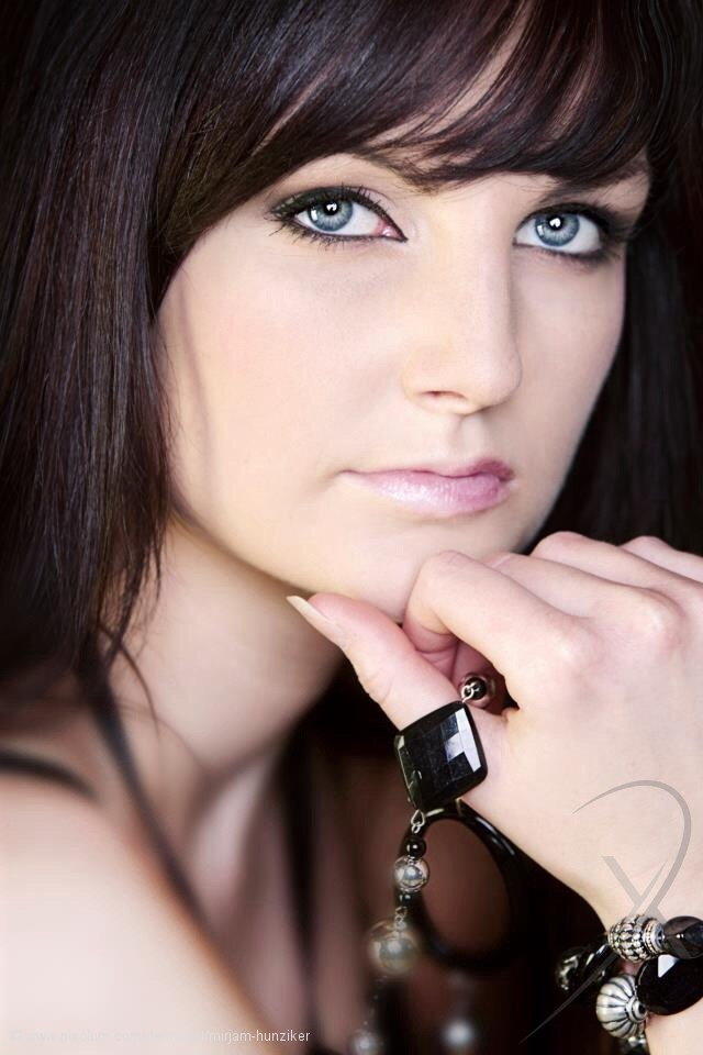 Model Schweiz Mirjam H   pixolum