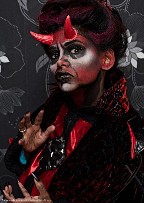 Stylist Fuerigen Stansstad Schweiz diemaskenbildnerin | pixolum