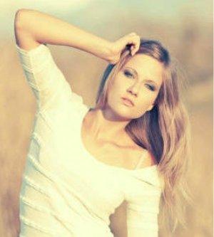 Model Melina H