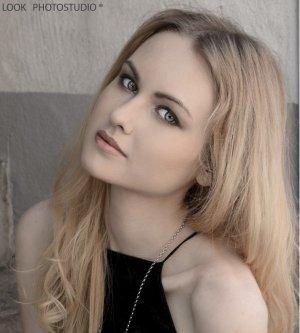 Model Janine B