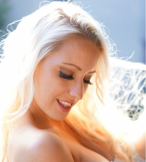 Model Jennifer R