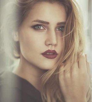 Model Emma D