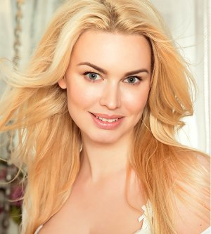 Model Anna S