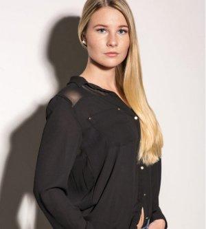 Model Jasmin M