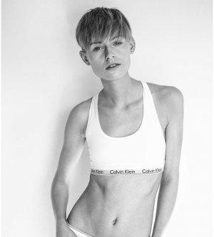Model Julie V