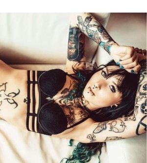Model Christine T