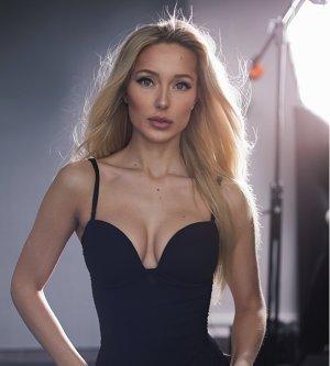 Model Gloria H