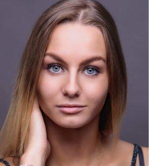 Model Emilia G