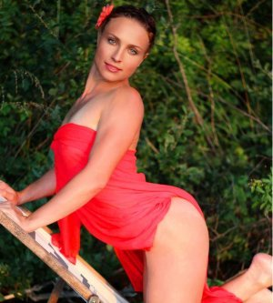 Model Miriam K