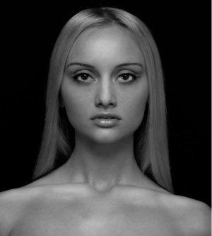 Model Iulia T