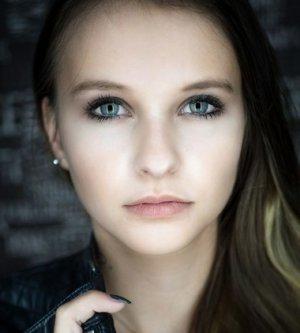 Model Jasmin B