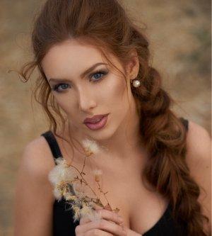 Model Nicole Jo9