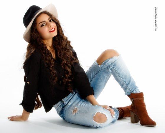 Model Tamara H