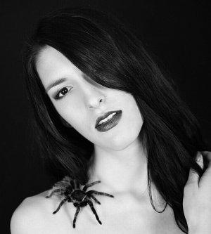 Model Miriam U