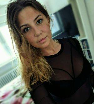 Model Vanessa V