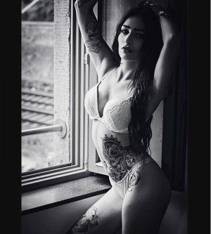 Model Shirin M