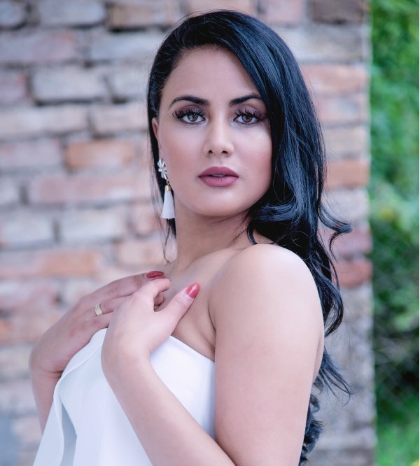 Model Sedcard von Sarah Mo6 - weibliches New Face