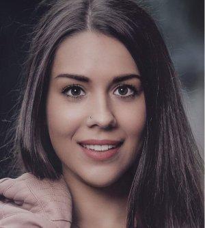 Model Sara F