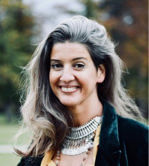 Model Ruth V