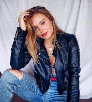 Model Eileen R