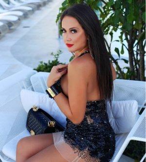 Model Susanna R