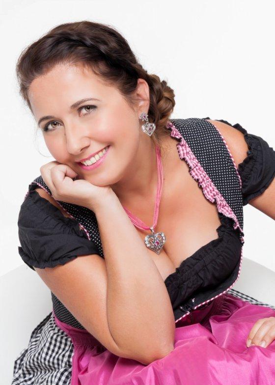 stylist lauingen deutschland nicole kartaly | pixolum