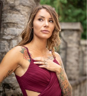 Model Melissa R