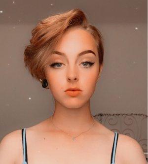 Model Anne-Marie H