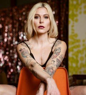 Model Barbara Bernadette T