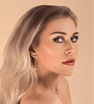 Model Melina N